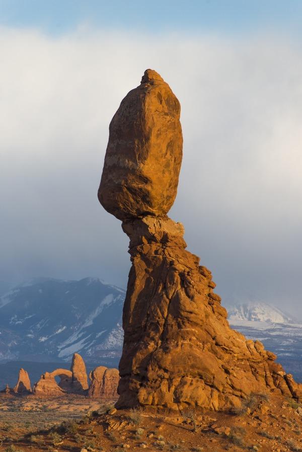 balanced-rock-1659945_1920